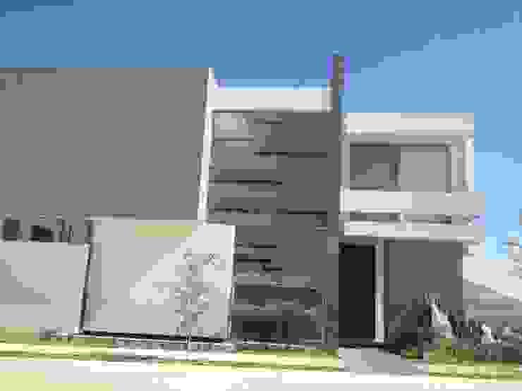Puertas y ventanas de estilo moderno de 2M Arquitectura Moderno