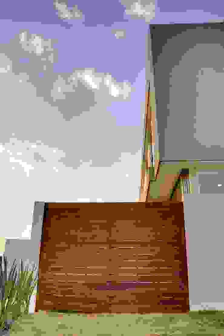 Valle Imperial 212 Puertas y ventanas modernas de 2M Arquitectura Moderno