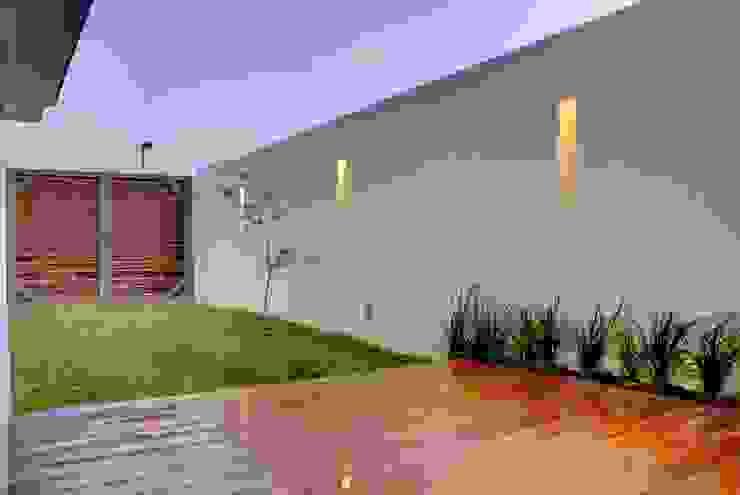 Valle Imperial 212 Balcones y terrazas modernos de 2M Arquitectura Moderno