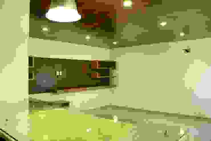 Valle Imperial 212 Salas multimedia modernas de 2M Arquitectura Moderno