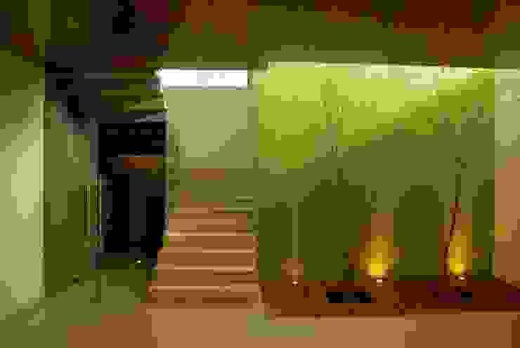 Valle Imperial 212 Pasillos, vestíbulos y escaleras modernos de 2M Arquitectura Moderno