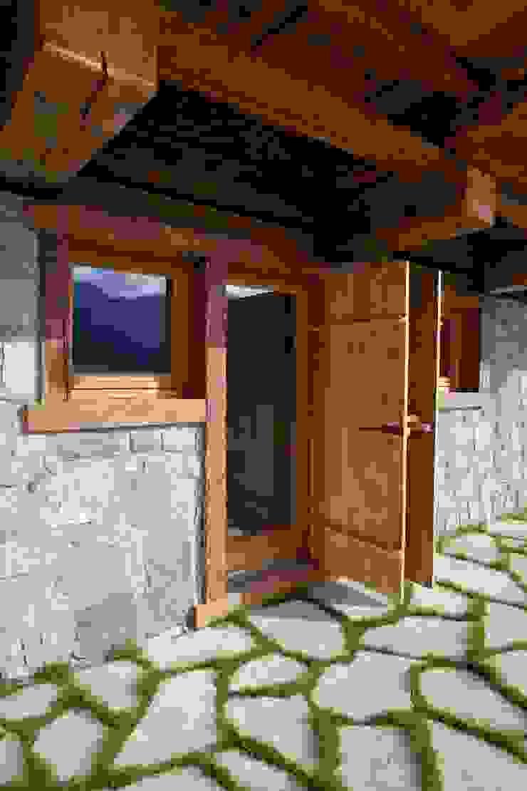 ALDENA Cửa sổ & cửa ra vào phong cách mộc mạc Gỗ Wood effect