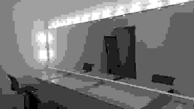 MIS TRABAJOS Baños modernos de SERVICIOS MULTIFUNCIONALES Moderno Aluminio/Cinc