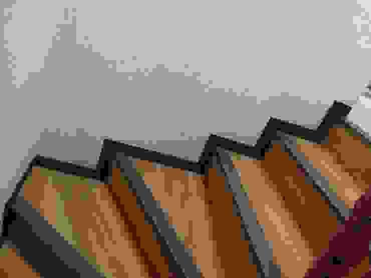 MIS TRABAJOS Pasillos, vestíbulos y escaleras modernos de SERVICIOS MULTIFUNCIONALES Moderno Azulejos