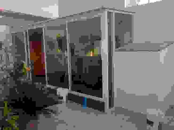 MIS TRABAJOS Puertas y ventanas modernas de SERVICIOS MULTIFUNCIONALES Moderno Aluminio/Cinc