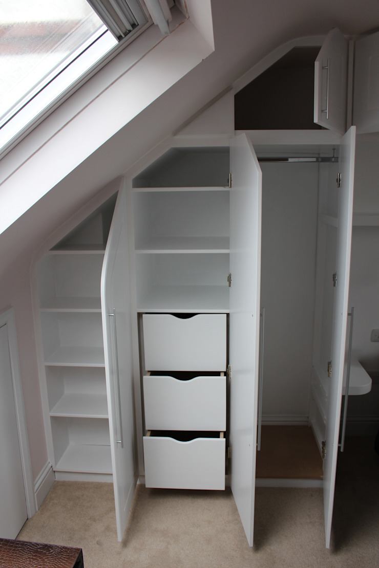 A wall of fitted wardrobes TreeSaurus RecámarasArmarios y cómodas Tablero DM Blanco