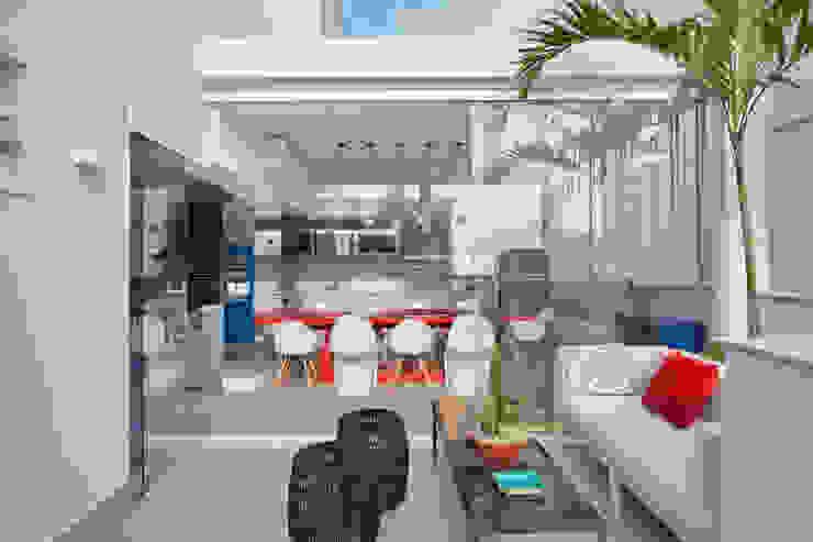 area gourmet com integração com a área externa Varandas, alpendres e terraços modernos por homify Moderno
