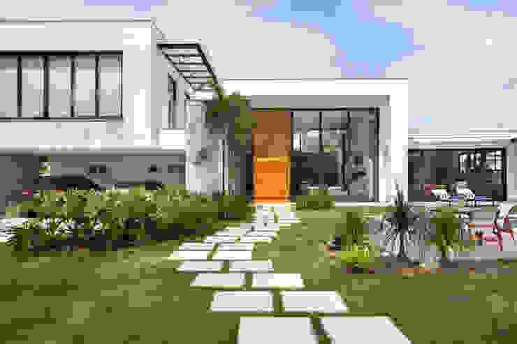 Casas estilo moderno: ideas, arquitectura e imágenes de homify Moderno Vidrio