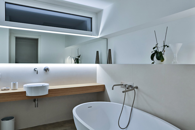 Modern style bathrooms by ALDENA Modern