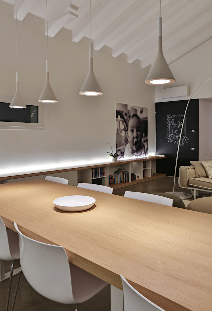 Modern dining room by ALDENA Modern