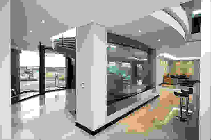 Residence Calaca Modern Corridor, Hallway and Staircase by FRANCOIS MARAIS ARCHITECTS Modern