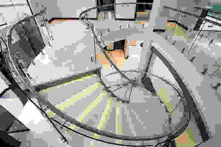 Modern corridor, hallway & stairs by FRANCOIS MARAIS ARCHITECTS Modern