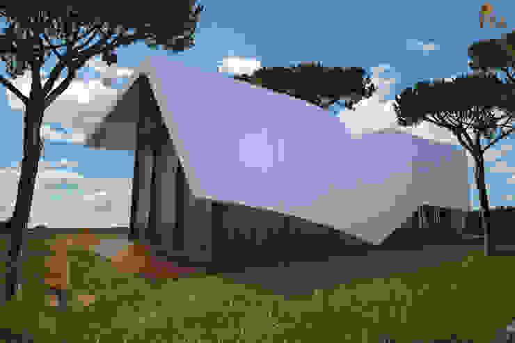 PT - Vista Traseiras EN -Back View Casas modernas por Office of Feeling Architecture, Lda Moderno
