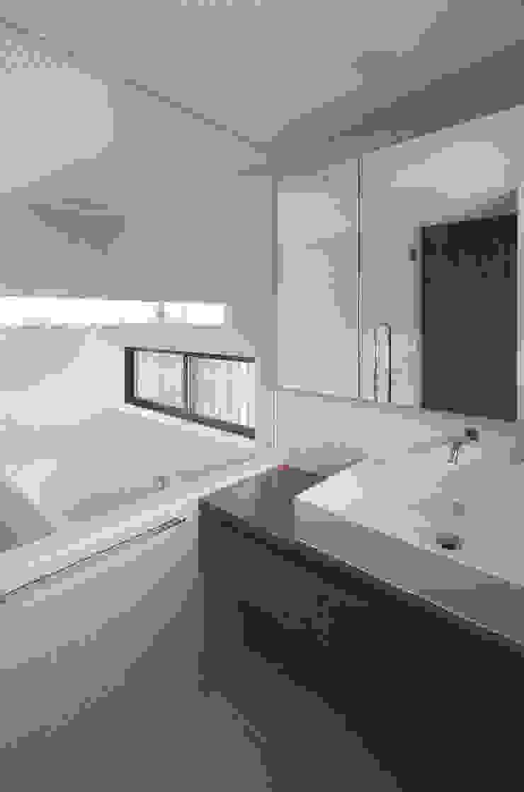 根來宏典建築研究所 ห้องน้ำ กระเบื้อง White