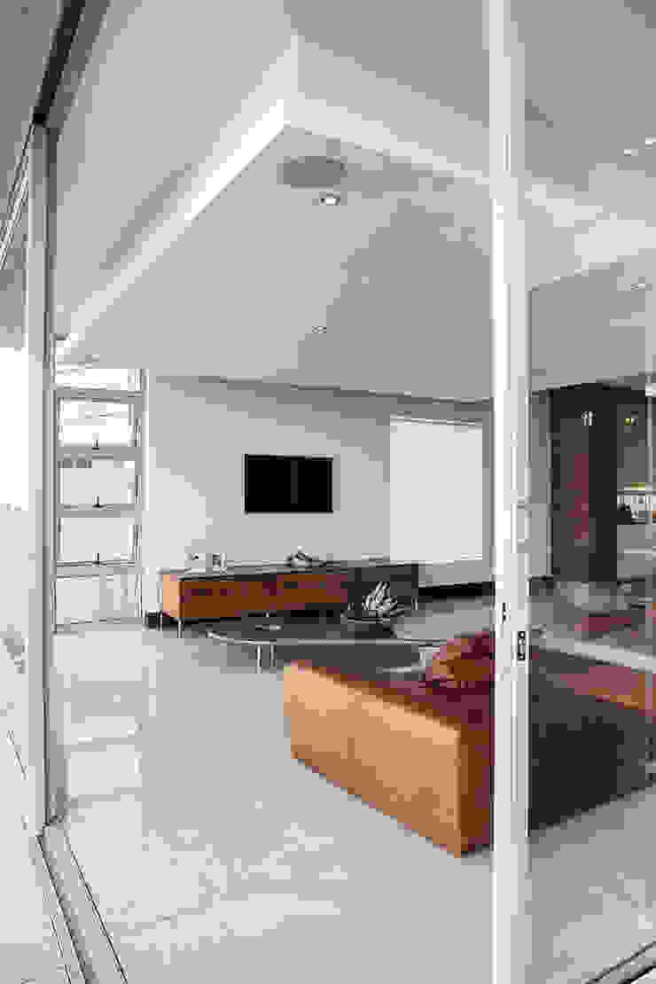 Residence Naidoo Modern living room by FRANCOIS MARAIS ARCHITECTS Modern