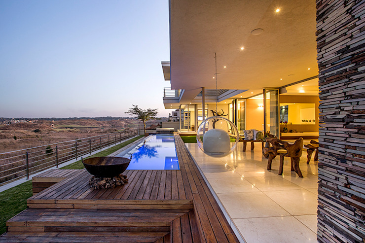 Residence Naidoo:  Pool by FRANCOIS MARAIS ARCHITECTS