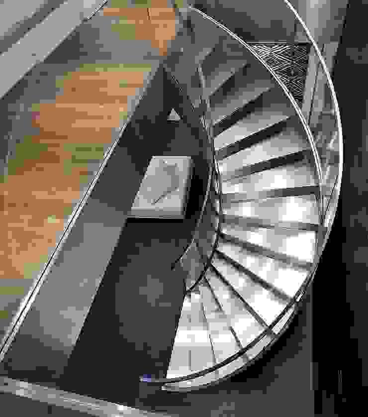 Minimalistischer Flur, Diele & Treppenhaus von ALDENA Minimalistisch