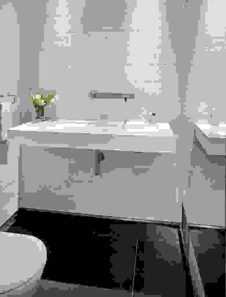 Minimalistische Badezimmer von ALDENA Minimalistisch