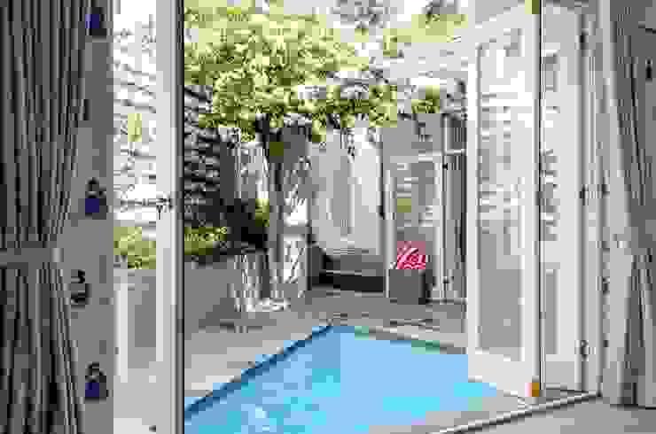 Pool Courtyard Modern Garden by Red Daffodil Modern