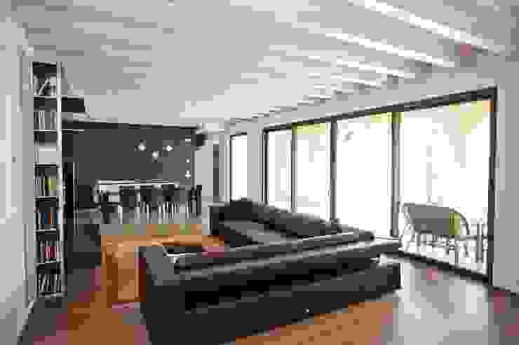 Salas modernas de ALDENA Moderno