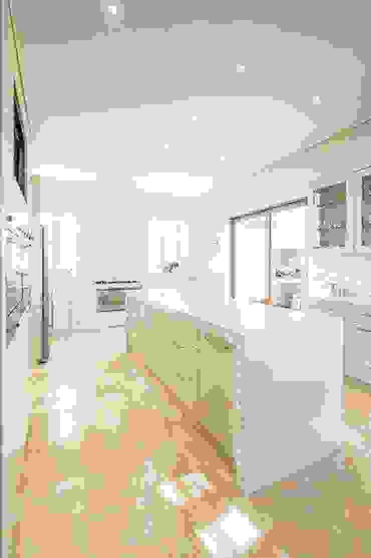 CA Architects Minimalist kitchen