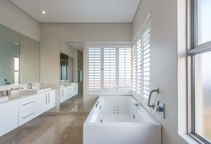Simple yet beautiful home in Brettenwood Minimal style Bathroom by CA Architects Minimalist