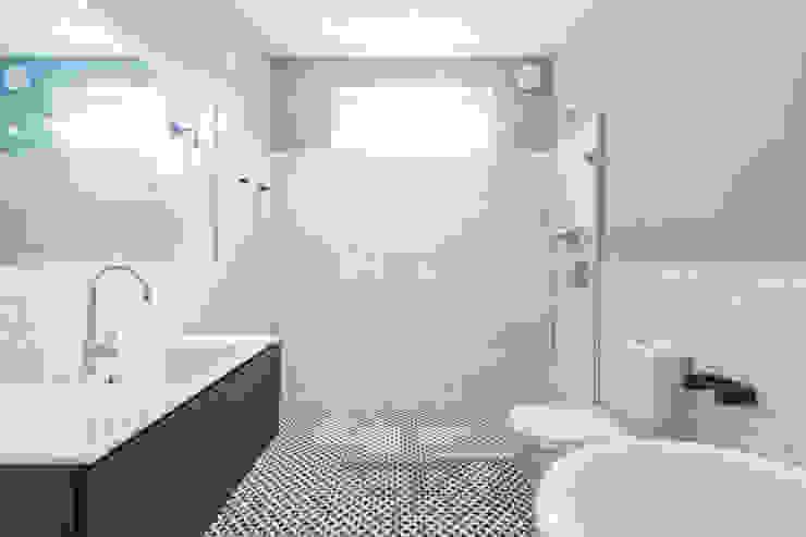 Double Storey Extension, Clapham SW11 Modern bathroom by TOTUS Modern