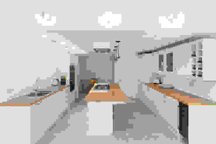 New Home Before Wedding. Wimbledon, SW19 Cuisine moderne par TOTUS Moderne