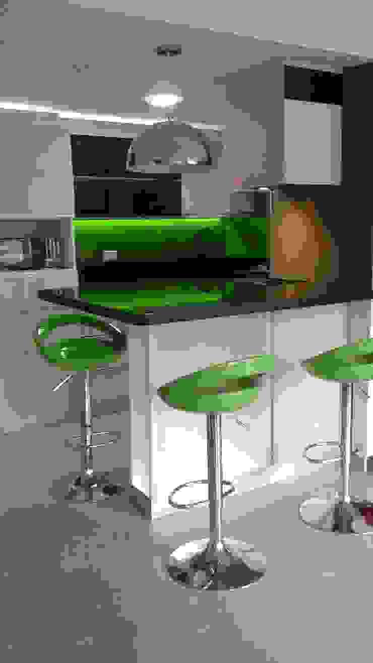Cocina contemporánea Cocinas de estilo moderno de Modulo Moderno Madera Acabado en madera