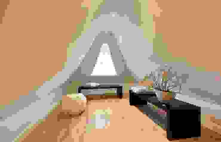 SALLIER WOHNEN SYLT 現代風玄關、走廊與階梯 木頭 Beige