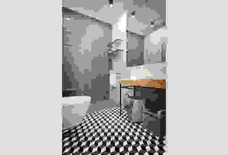 現代浴室設計點子、靈感&圖片 根據 Vítor Leal Barros Architecture 現代風