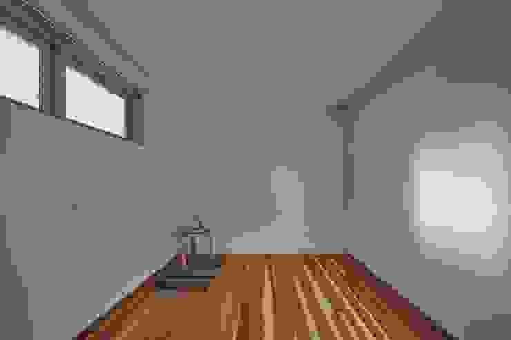 Cuartos de estilo minimalista de toki Architect design office Minimalista