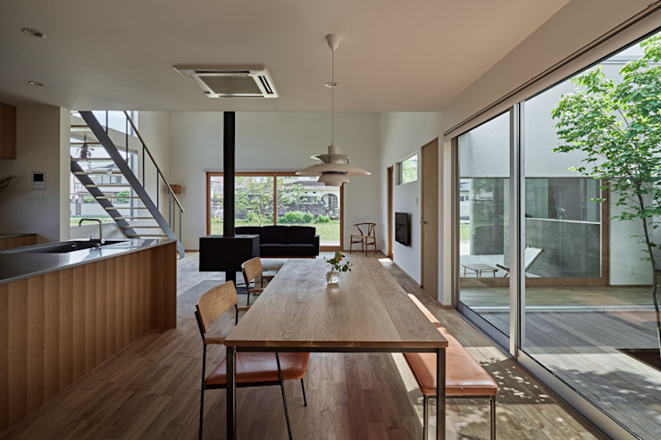 Modern dining room by toki Architect design office Modern