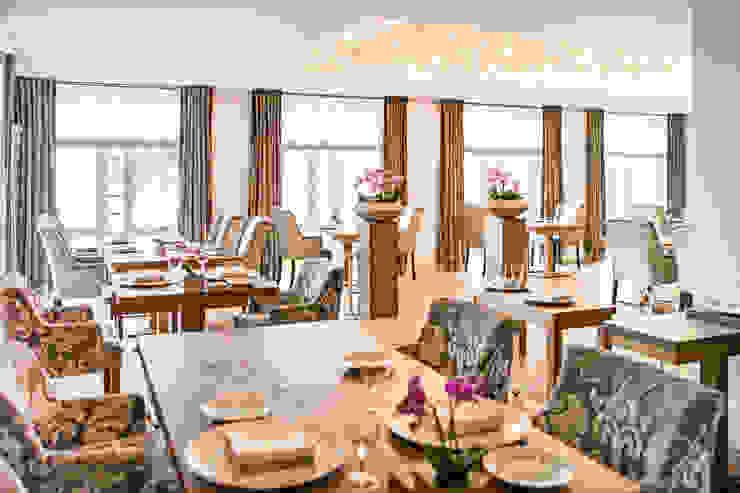 Luxury Hotel Project in German Hotéis modernos por Serip Moderno