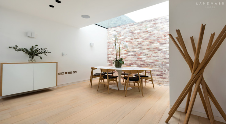 DINING AREA Scandinavian style dining room by Landmass London Scandinavian