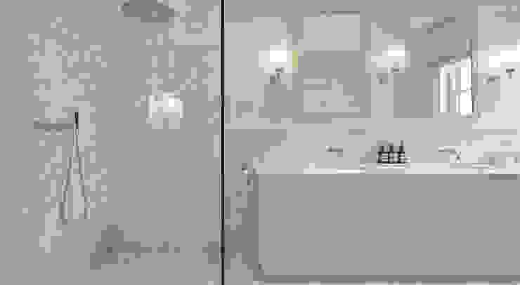MASTER BATHROOM Kamar Mandi Klasik Oleh Landmass London Klasik
