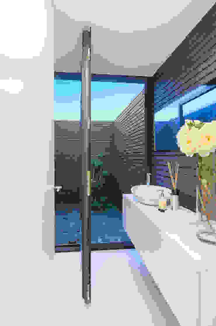 Ванная комната в стиле модерн от ARTEQUITECTOS Модерн