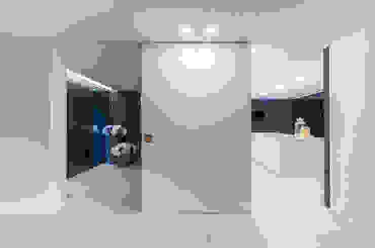 Коридор, прихожая и лестница в модерн стиле от ARTEQUITECTOS Модерн