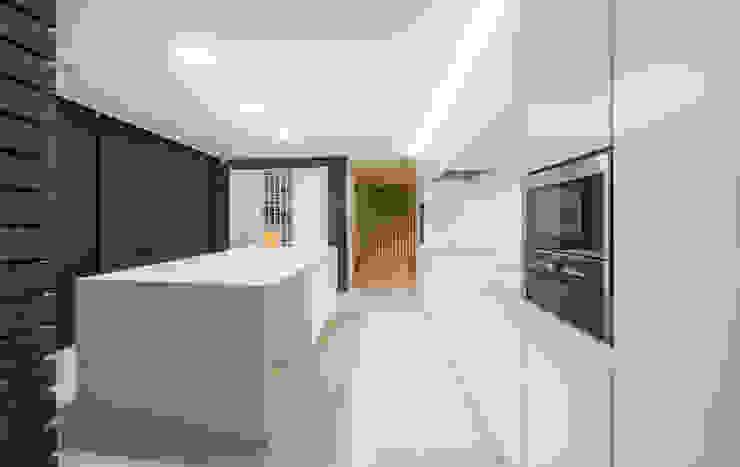 Кухня в стиле модерн от ARTEQUITECTOS Модерн