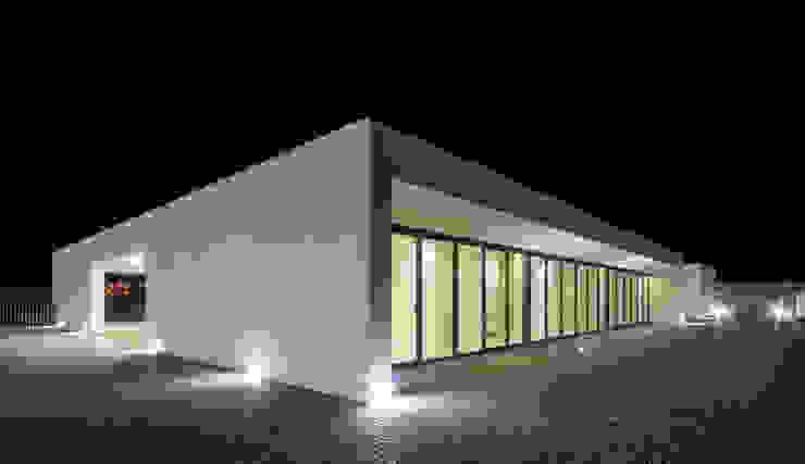 Балкон и терраса в стиле модерн от ARTEQUITECTOS Модерн