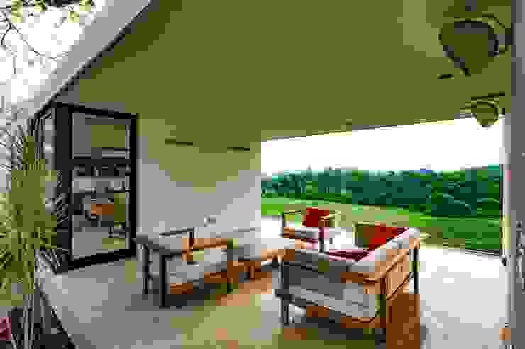 Yucatan Green Design Balkon, Beranda & Teras Minimalis
