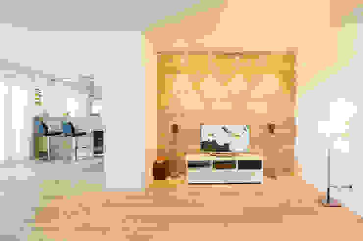 Kathameno Interior Design e.U. Ruang Keluarga Gaya Skandinavia Kayu White