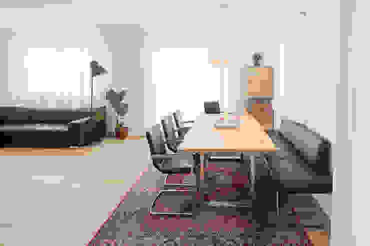 Kathameno Interior Design e.U. Ruang Makan Gaya Skandinavia