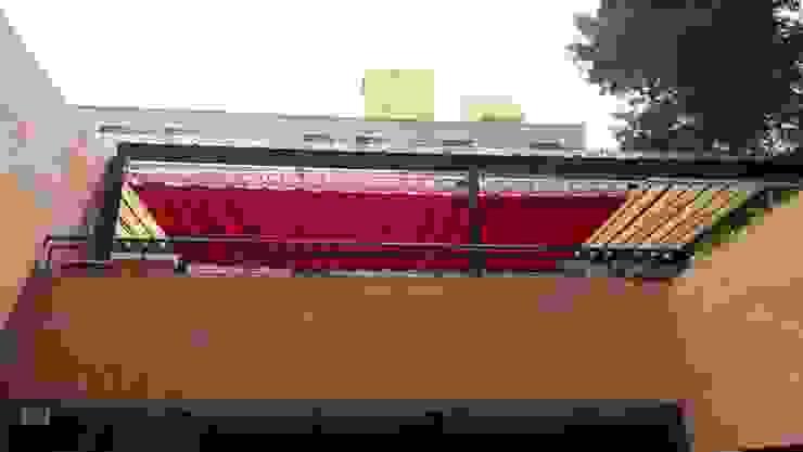 Palilleria ZEN Motorizada entre paredes sobre estructura de homify Mediterráneo