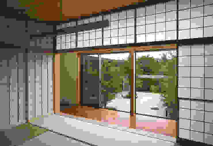 和室 モダンスタイルの寝室 の Atelier Square モダン