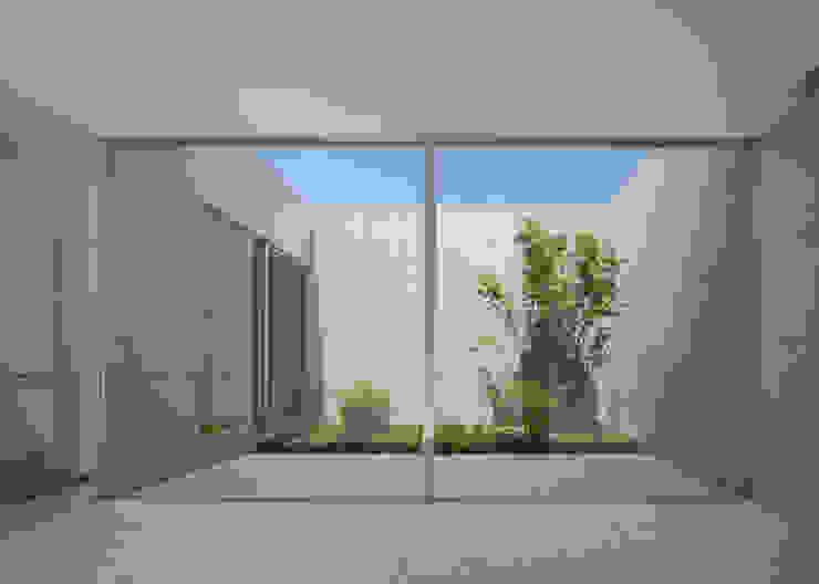 庭 Atelier Square モダンな庭 コンクリート 白色
