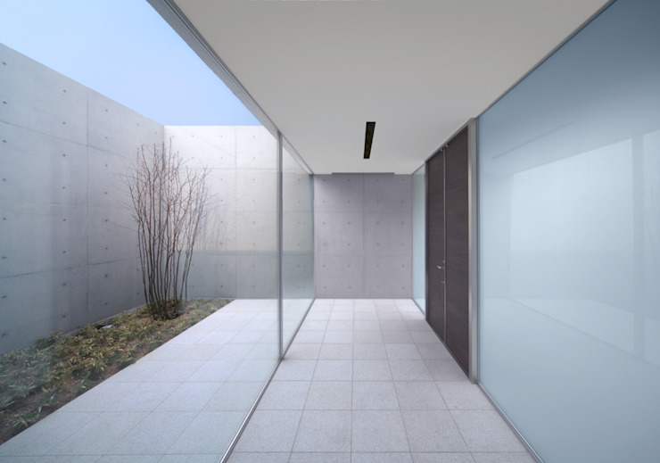 Atelier Square Modern Corridor, Hallway and Staircase White