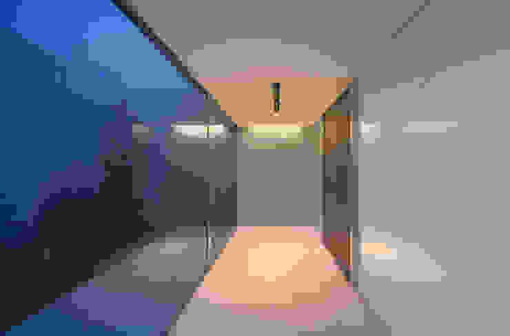 Corridor & hallway by Atelier Square,