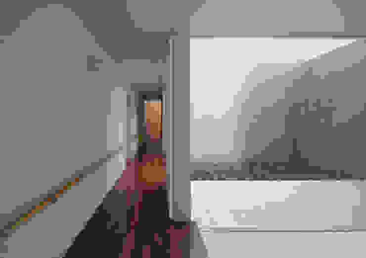 玄関コート Atelier Square モダンスタイルの 玄関&廊下&階段 木目調