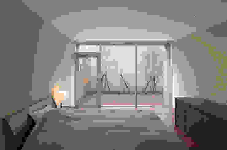 寝室 Atelier Square モダンスタイルの寝室